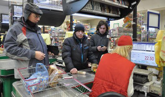 Есть вопрос: почему мы всегда стоим в самой медленной очереди в магазинах Ижевска