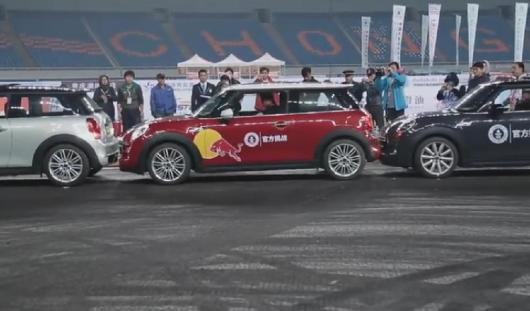 Китаец установил мировой рекорд по параллельной парковке