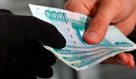 Двое ижевчан требовали 300 тысяч рублей у жительницы Воткинска
