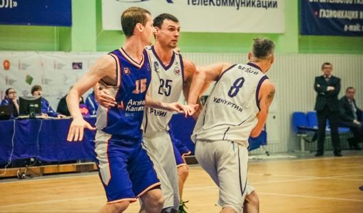 Баскетболисты Ижевска достойно уступили в Новосибирске лидеру Суперлиги