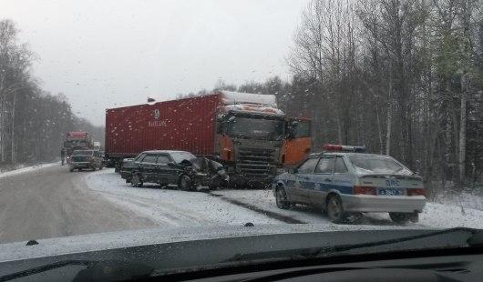 На трассе Ижевск - Можга столкнулись фура и легковушка
