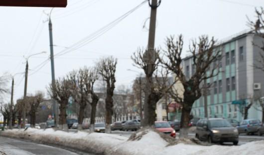 В Ижевске на улице Ленина столкнулись два внедорожника