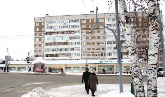 В Ижевске в ночь на 8 декабря трактор снес светофор