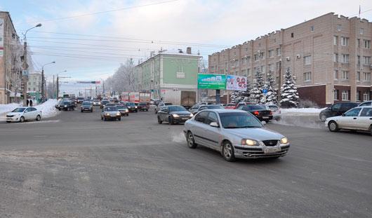 На улице Удмуртской напротив здания Первомайского суда установили знак «Остановка запрещена»