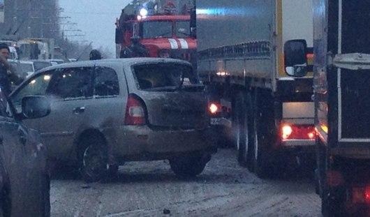 Около «Нефтемаша» в Ижевске столкнулись три автомобиля