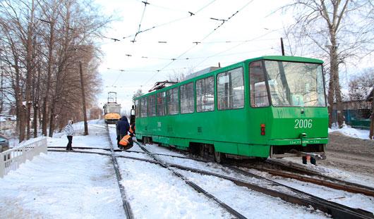 В Ижевске на улице Тимирязева с рельсов сошел трамвай