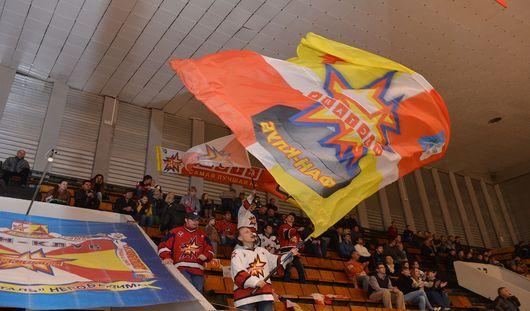«Ижсталь» принимает на своем льду хоккеистов из Липецка