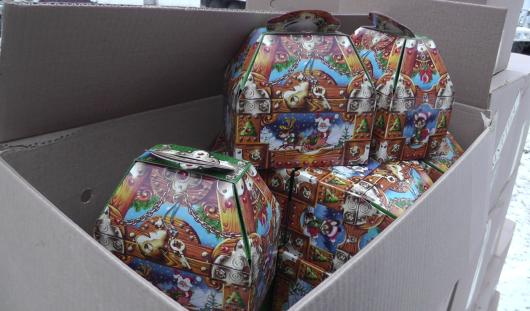 10 тонн новогодних подарков отправились из Удмуртии на Украину