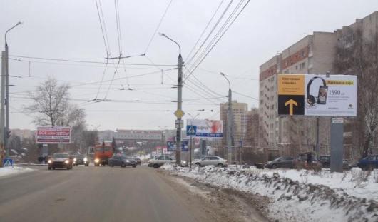 В Ижевске устанавливают светофор на перекрестке улиц 50 лет ВЛКСМ и Фруктовой