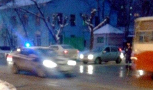 Двери троллейбуса зажали девочку в Ижевске