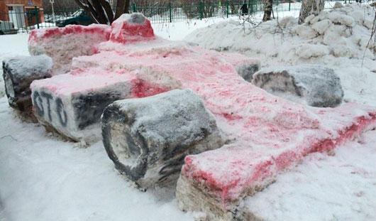 Ижевчане вылепили из снега болид