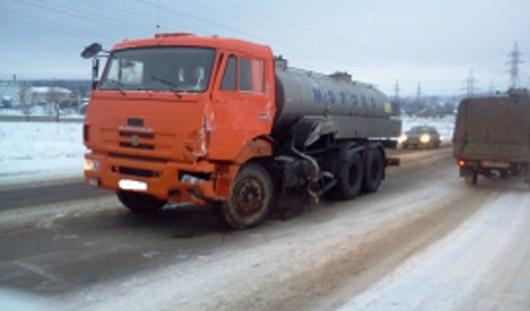 В Удмуртии в больнице скончалась 23-летняя пассажирка автобуса, в который въехал КамАЗ