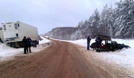 В Удмуртии столкнулись легковушка и грузовик