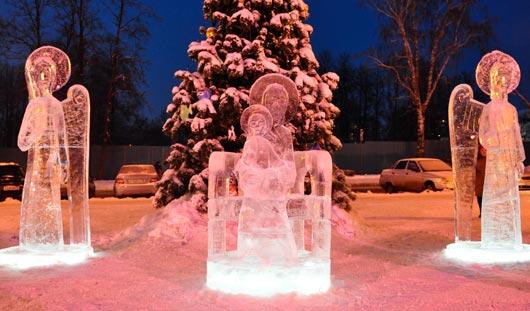 У Свято-Михайловского собора в Ижевске поставили первые ледовые скульптуры ангелов