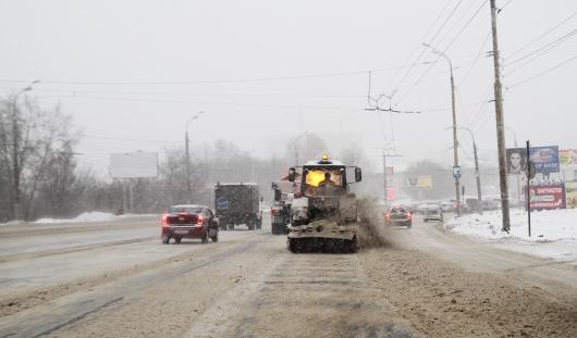 Снег с дорог в Ижевске должны убирать до 10 утра