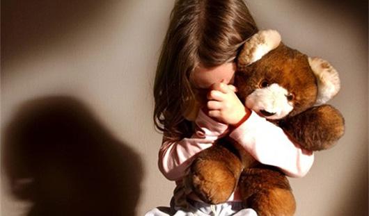 В Удмуртии 52-летний мужчина приставал к 4-летней девочке
