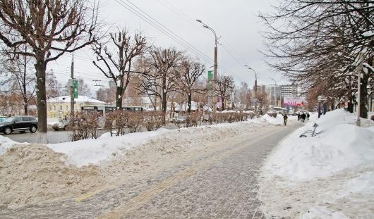 Дорожников Ижевска оштрафовали на 300 тысяч рублей за снег на обочинах дорог