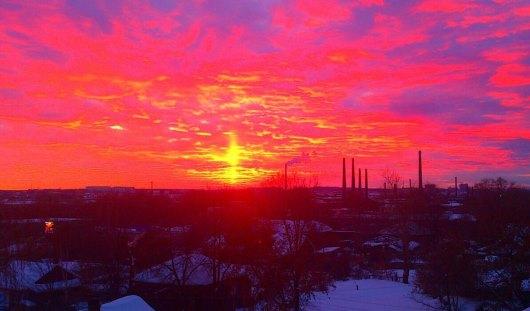 Необычайно красивый закат засняли ижевчане 17 января