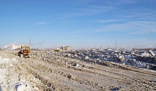 На снегохранилище Ижевска находят сотовые телефоны и номера автомобилей