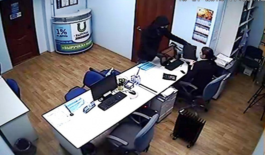 22-летнего ижевчанина, который совершил разбойный налет на центр микрофинансирования, арестовали