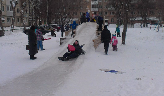 Снежные забавы: что строят ижевчане из снега у себя во дворах