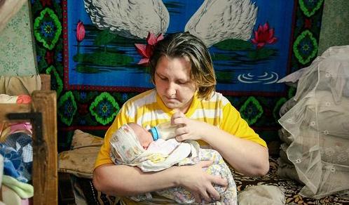 «Мать-кукушка» из Удмуртии, отдавшая дочь подруге, решила вернуть ребенка