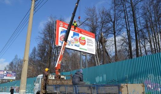 В Ижевске снесли еще 2 незаконных рекламных билборда