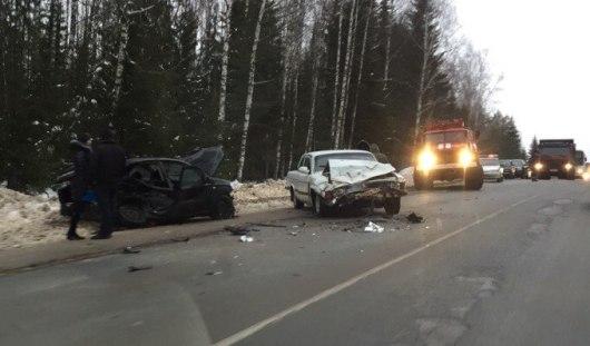 В результате лобового столкновения на трассе Ижевск - Игра пострадали 6 человек