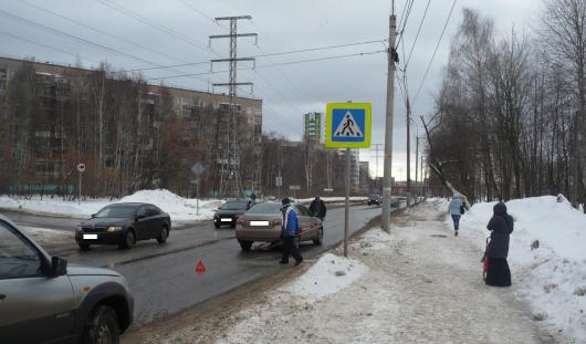 В Удмуртии за 12 февраля под колеса автомобиля попали 2 человека