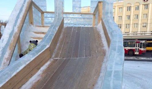 Почему на деревянных горках на Центральной площади в Ижевске нет льда?