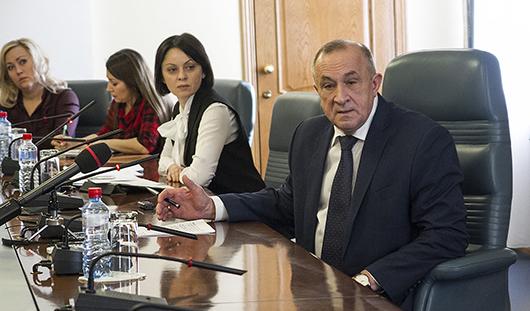 Власти Удмуртии сэкономят 50 миллионов рублей на покупке авто для чиновников