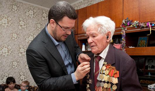 Глава Администрации Ижевска вручил юбилейную медаль 94-летнему ветерану Великой Отечественной войны