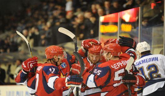 Хоккеисты Ижевска выиграли во второй игре 1/8 плей-офф со счетом 4:3
