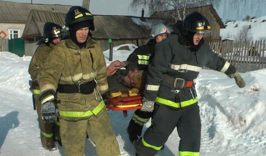 В Удмуртии пожарные спасли человека из горящего дома