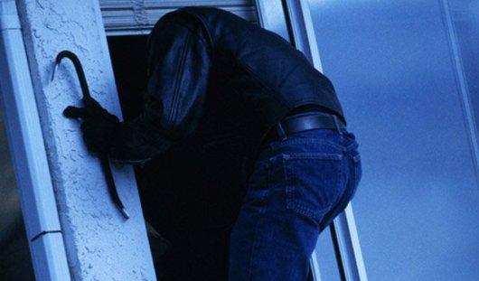 Двое ижевчан пытались украсть миллион рублей из офиса предприятия