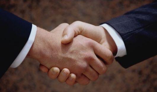 При рукопожатиях люди передают друг другу химические сигналы