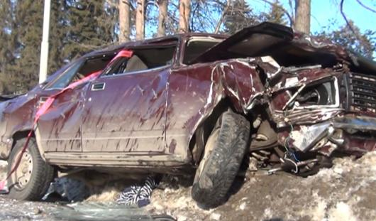 4 марта в Ижевске «семерка» снесла два дерева и вылетела на тротуар
