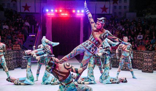 Корейские гимнасты на цирковом фестивале в Ижевске выполнили смертельно опасный трюк с третьей попытки