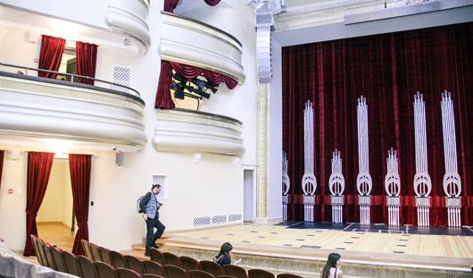 Отреставрированный Театр оперы и балета в Ижевске: облицовка натуральным камнем  и удобные кресла