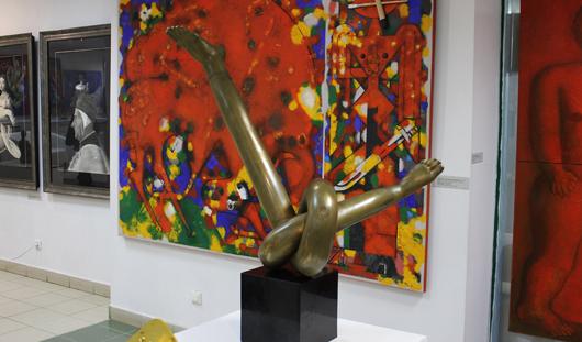 Картины и скульптуры московских художников привезли в Ижевск на огромной фуре