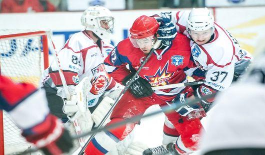 Второй матч в серии четвертьфинала плей-офф «Ижсталь» выиграла со счетом 4:1
