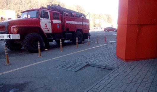 В Ижевске у торгового центра проходят учения МЧС