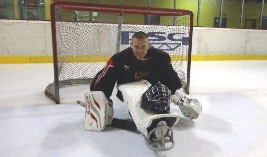 Голкипер сборной России по следж-хоккею ижевчанин Владимир Каманцев готовится к чемпионату мира