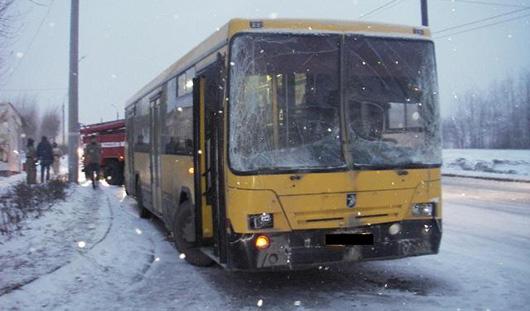 В Ижевске из-за гололеда столкнулись два автобуса