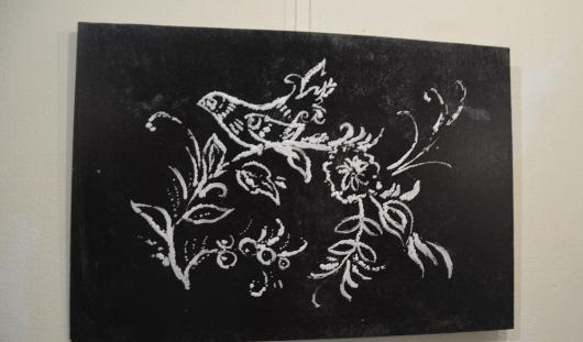Художник из Удмуртии подарил парижской выставке 4 картины, нарисованные солью