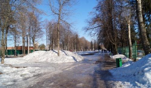 В Ижевске в парке Кирова на тротуаре гололедица