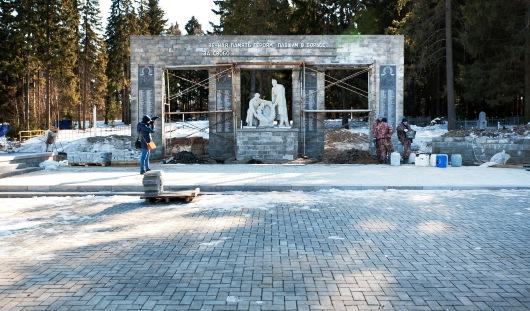 Глава Администрации города Ижевска проверил ход строительства мемориала на Северном кладбище