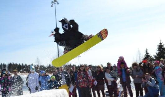 На закрытии горнолыжного сезона ижевчане скатывались в 15-метровую лужу