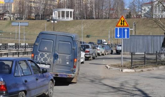 Круговое движение на набережной Ижевского пруда: за и против