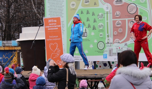Ижевчане сделали зарядку с Владиславом Лекомцевым в парке Кирова